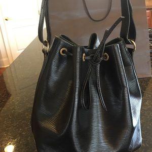 💯 AUTHENTIC Louise Vuitton EPI bag